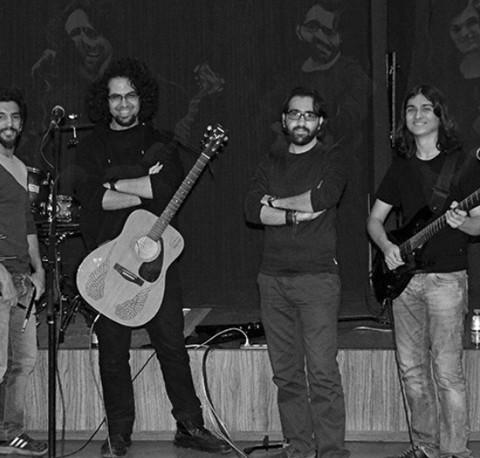 کنسرت گروه راک پیکلاویه در برج آزادی تهران