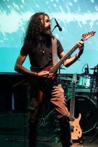 جوان ترین نوازندگان راک در پرفورمنس رنگ و نور