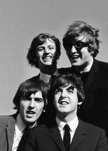 بیتلز (The Beatles) گروه انگلیسی راک,اهل لیورپول بودند که گروه آنها شامل جان لنون، پل مککارتنی، جورج هریسون، و رینگو استار میشد و در دهه ۱۹۶۰ فعالیت موسیقی خود را آغاز کردند.