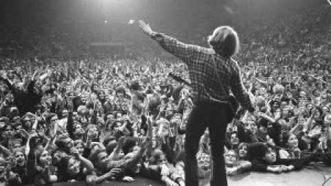 تب و نت Fortunate Son از Creedence Clearwater Revival