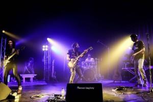اجرای قطعات ماندگار موسیقی راک دهه 70 توسط مجید امیری و گروهش