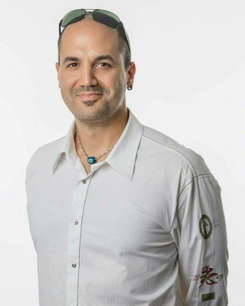 بیوگرافی كرهان آكبايتوگان ، سرپرست تیم طراحی ، تصویرگر، طراح گرافیک متولد 15 ژانویه 1979، استانبول ، در سال 2002 او مدرک BA خود را در Marmara U گرفت