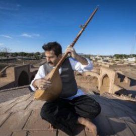 هنرمند دوتار ساز خراسان جنوبی در فهرست گنجینه زنده بشری قرار گرفت